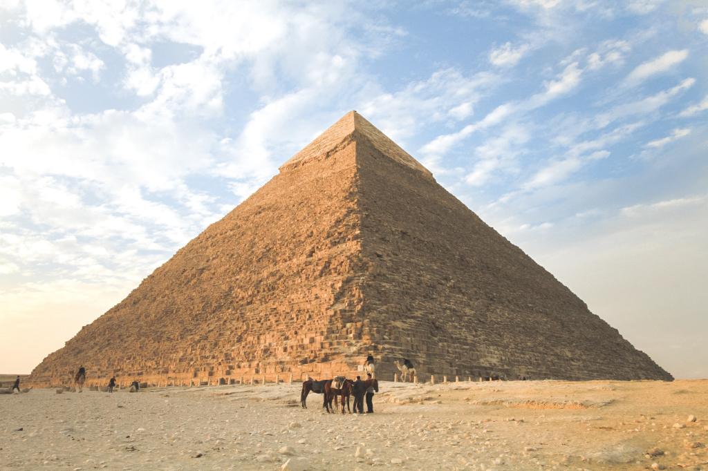 Guide en égypte pyramide